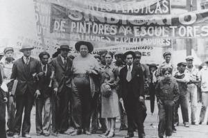 Tina Modotti, il Sindacato operai tecnici, pittori e scultori durante la festa del lavoro del primo maggio a Città del Messico, 1929. Fonte: Getty Images